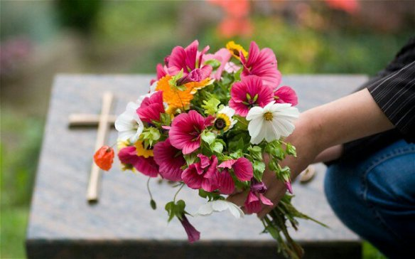 grave-flowers_2599501b